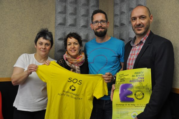 Sònia Martín, Diego Puig, Estela Pérez i Javier Pérez, membres de la Plataforma d'AMPA de Ripollet